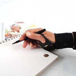 Bandage Carpien Magnétique AURIS sur main avec crayon